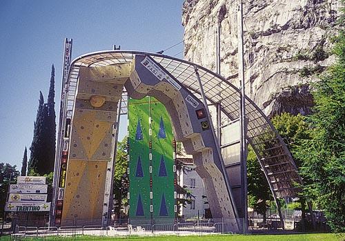 Arco-stěna pro Rock Masters na úpatí hradu