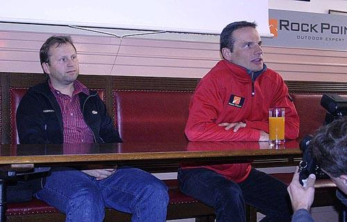 Miroslav Martinec s Davidem Fojtíkem na tiskovce po Fojtíkově výstupu na Everest
