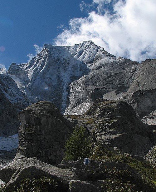 SV stěna Badile…pod sněhem ještě impozantnější, ale těžko lezitelná