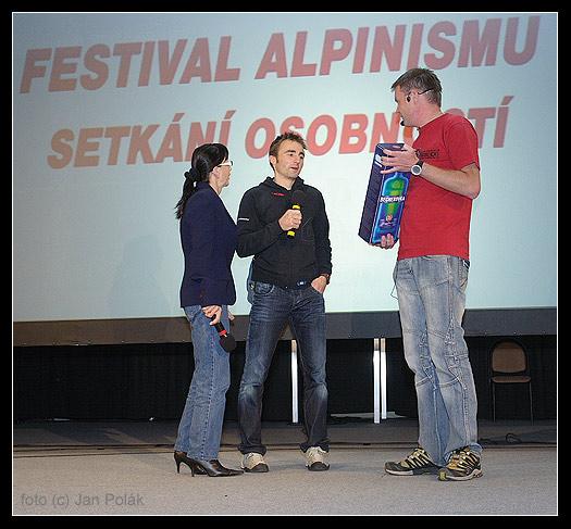 Ueli Steck přebírá cenu za nejlepší nedělní přednášku