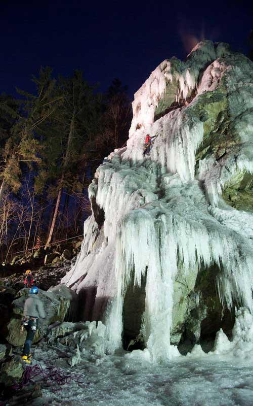 Umělá ledová stěna ve Víru