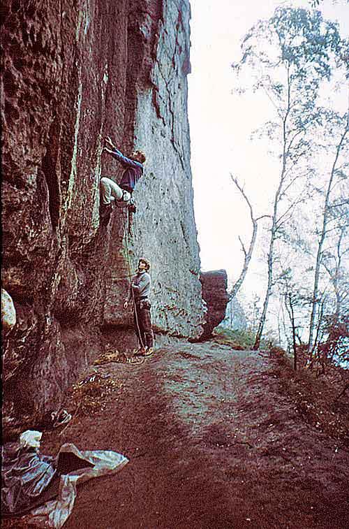 Hoher Torstein, Wand zwischen den Kaminen