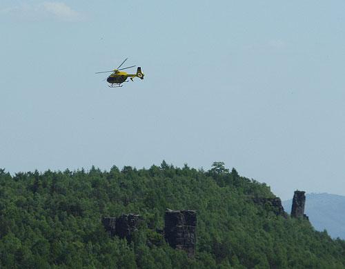 Vrtulník Záchranné služby nad Dogou