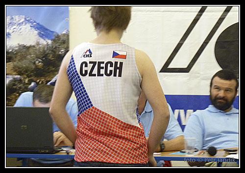 Svépomocně pořízené dresy pro mladé závodníky