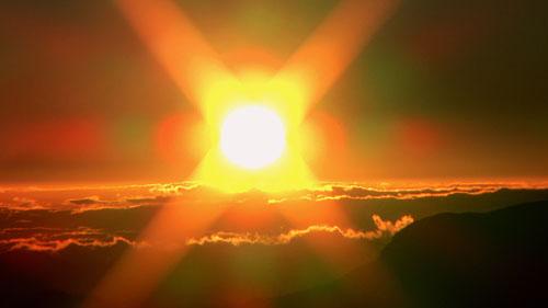 Jižní slunce plné síly a přátelství. Tak se téměř každý večer snámi loučilo.