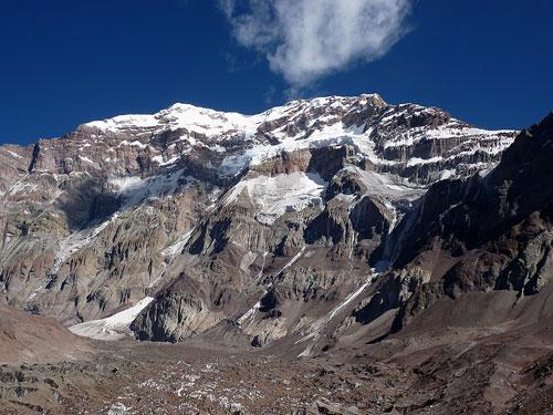 Aconcagua (6962mn.m.), tři kilometry šotoliny a ledu.