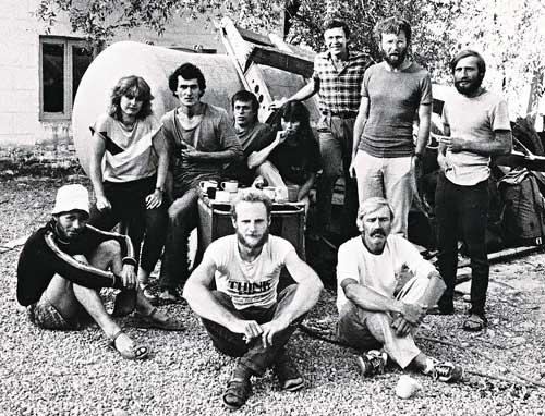 Zleva F. Čepelka, Š. Vitovská, Z. Vobůrka, J. Polák, A. Čepelková, Z. Klaudis, P. Brzák, Z. Jarábek, sedící vepředu V. Kolařík, M. Klíma