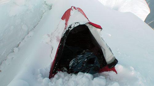 Stan v bílém hávu (pod sněhem)