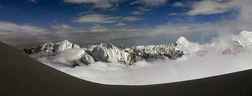 Panorama hor v mracích