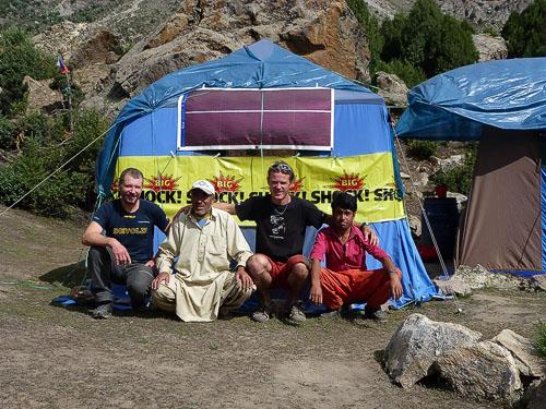 Zdeněk, Alli, Mára a pomocník v základním táboře