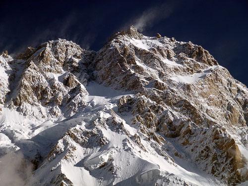 Detailní pohled na mrazivý vršek Nangy