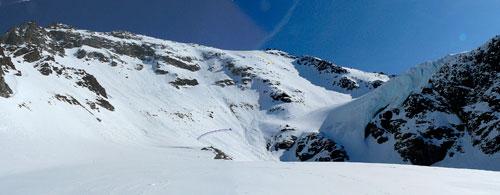 Stena Vertainspitze a ledopád v závěru údolí
