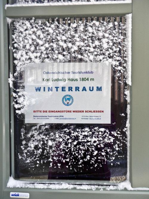 Prosíme, zavírejte vchodové dveře do winterraumu. To bychom velmi rádi. Kdybychom je ovšem dokázali otevřít.