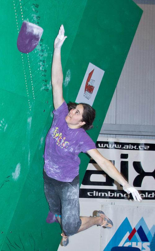 Létající Karolina Nevělíková ustanovuje český rekord v High jumpu na 207,5. Pokusy na 210 vyšly až po závodě