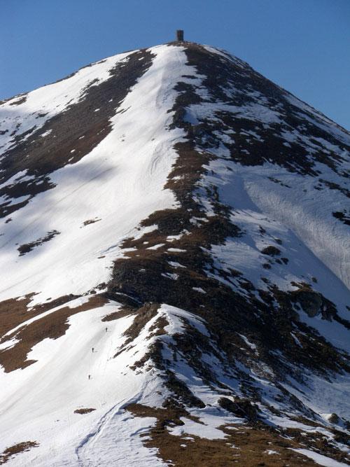 Tiťák ze stanoviště U velkého pytle. Skialpinisté v levém dolním rohu