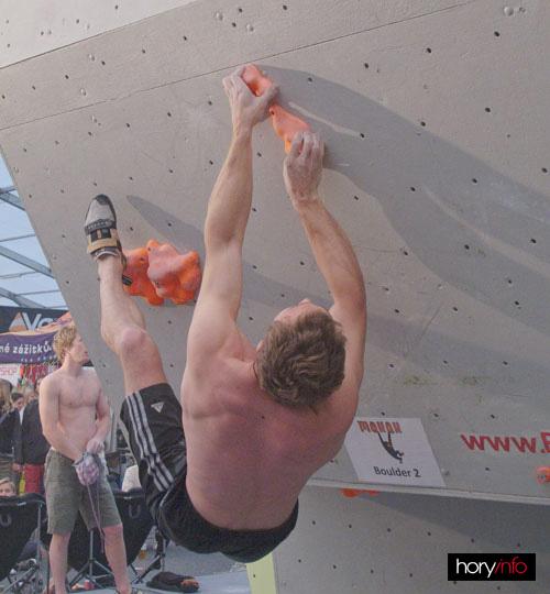 Boulder X, Tomaso Greksák na dvojce od Makaků