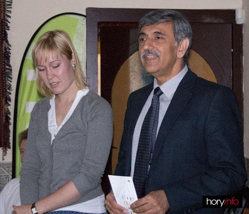 Pákistánský ambasador s překladatelkou