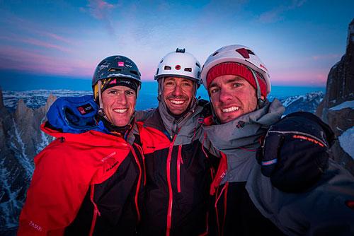 Stefan Siegrist, Ralf Weber a Thomas Senf (zleva) v posledních paprscích slunce na vrcholu Cerro Stanhardt.