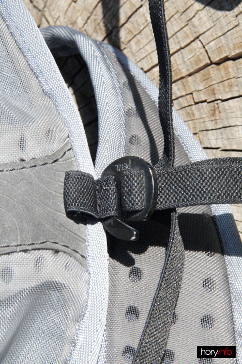 Stavitelná přezka na nohavičky vzadu