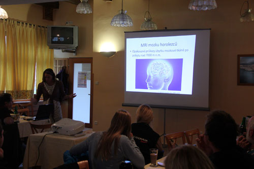 Kristina Höschlová představila svůj výzkum ve spolupráci s Radkem Jarošem