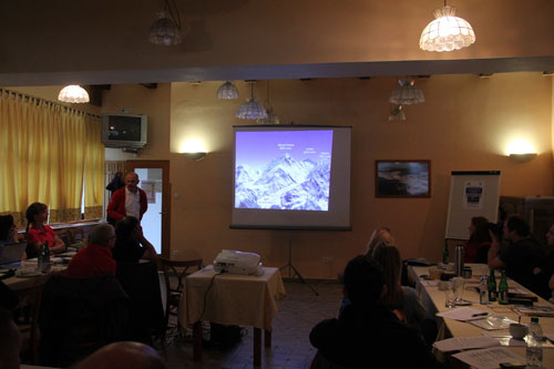 Panoramatický snímek oblasti Everestu a Lhotse
