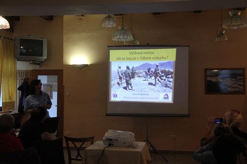 Jana Kubalová se ve své první přednášce zaměřila na problematiku pohybu vojáků ve velké nadmořské výšce