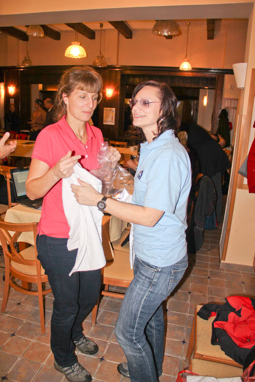 Kolegové ze Slovenska přivezli malou pozornost pro vedení Společnosti horské medicíny – bylo potřeba to hned vyzkoušet