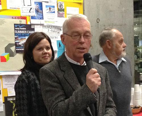 Ředitel Národní technické knihovny s Janem Červinkou a jednou z jeho dcer