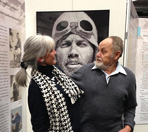 Stroj času: Jan Červinka s dcerou Viléma Heckela před svou fotkou od Viléma Heckela