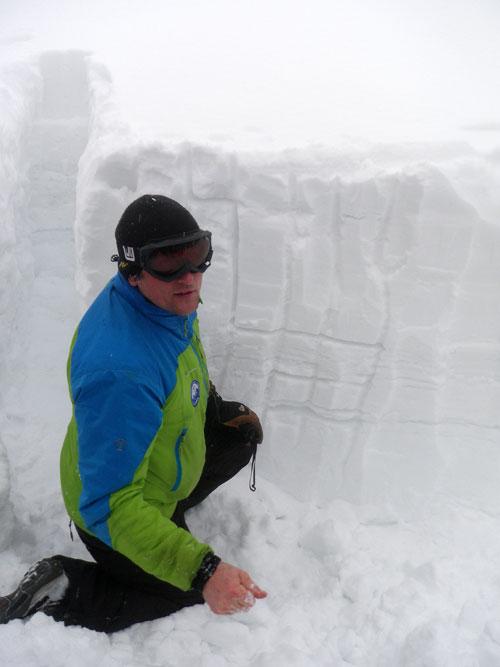 Profil sněhu a horského vůdce