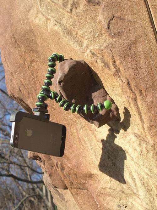 GorillaPod s držákem Glif pro iPhone 5 v chytu
