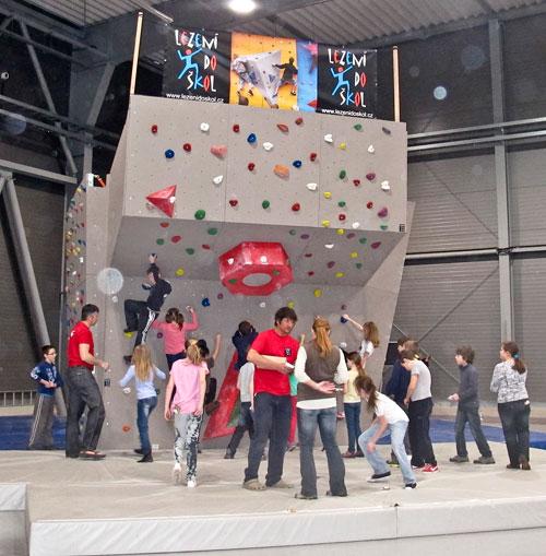 Rozebiratelná bouldrová věž projektu Lezení do škol