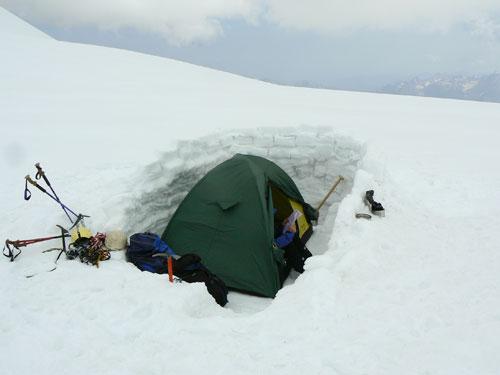 Táboření na kazbeckém platu ve výšce 4450 m