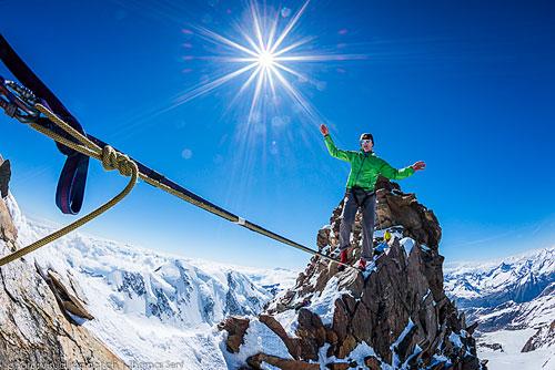 Dufourspitze - Stephan Siegrist přechází highline