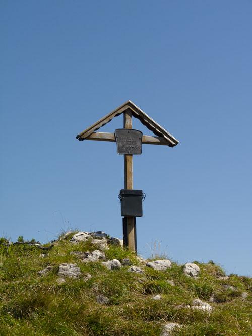 Památník, od kterého se slaňuje do Kleine Südwand