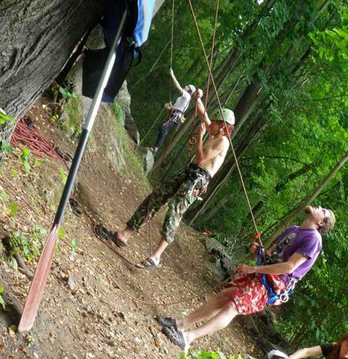 Opřít pádlo o strom a vzlínat