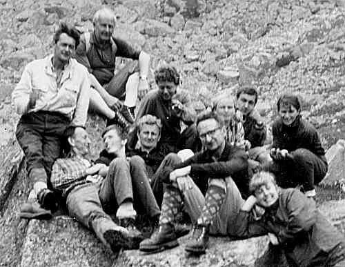 Mirčan (třetí zleva) roku 19ží