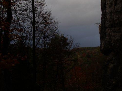 Změna počasí byla fakt prudká a výrazná. Obloha nevěštila nic dobrého.