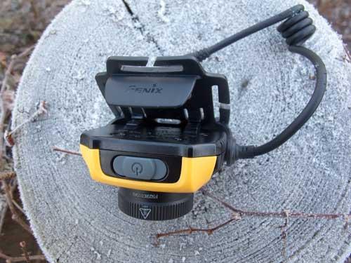 Reflektor s vypínače a krytem zabraňujícím zapnutí