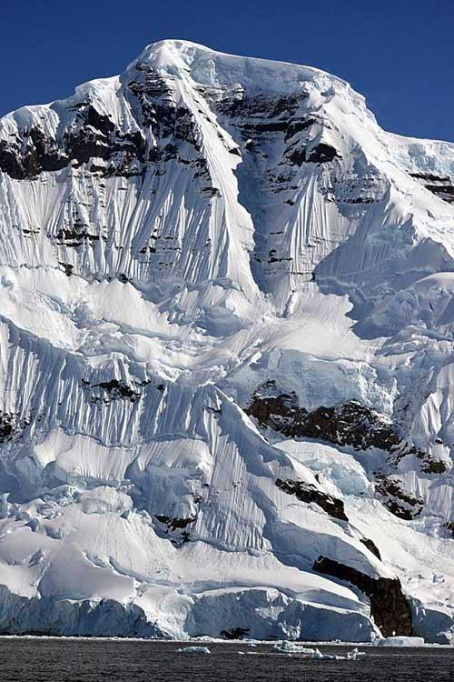 19. Krásná JZ stěna Monte Samily.