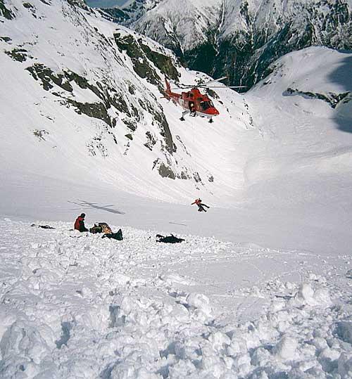 Rysy, cesta žlabem, záchranka po pádu laviny