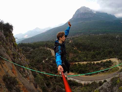 Danny Menšík na 23 metrové lajně nad Kaňonem