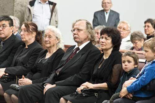 Uprostřed Petr Schnábl, vlevo sestra Lída, vpravo dcera Bláža