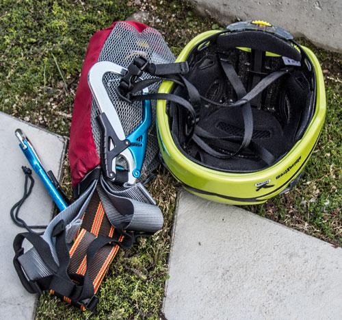 Ferratová výbava Salewa - helma a set s karabinami