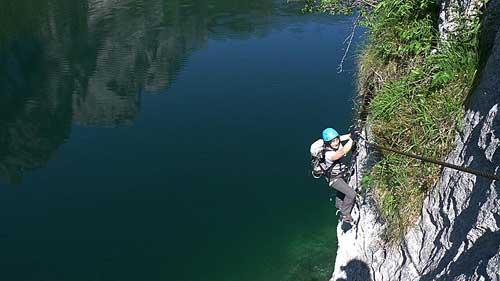 Vzdušná stěna nad jezerem