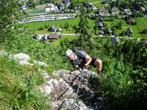 Kletersteig Echernwand - Obtíže na hřebínku zvládá Viktor s úsměvem