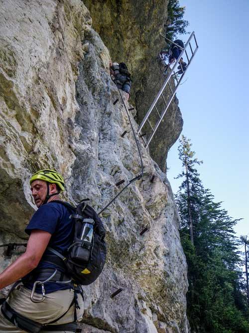 Kletersteig Echernwand - Michala čeká velmi vzdušný žebřík přes převis