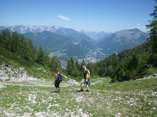 Klettersteig Katrin - Katka a Hynek sestupují k nástupu