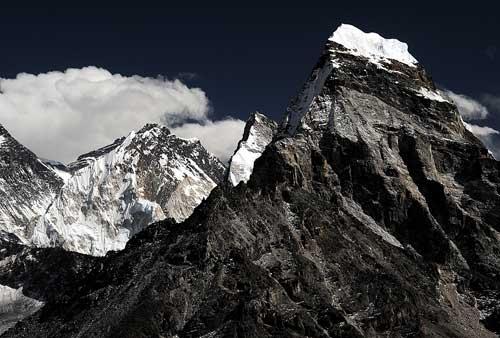 Mount Abi z profilu