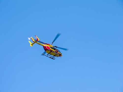 Vrtulník se vrací pro stabilizovaného zraněného